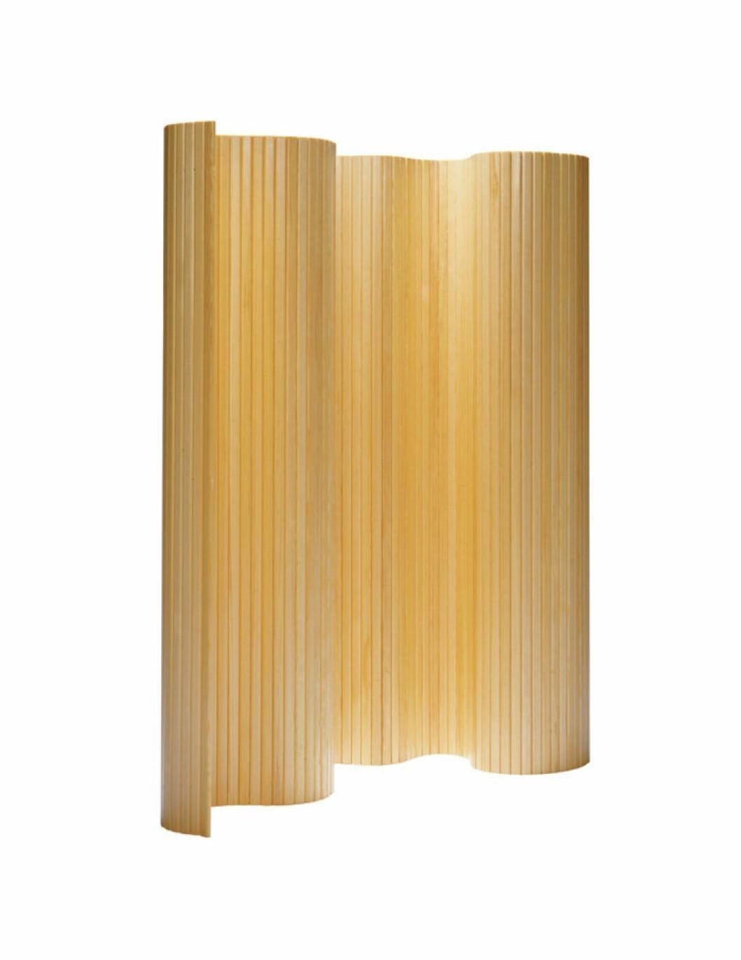 Vikvägg i design av Alvar Aalto för Artek