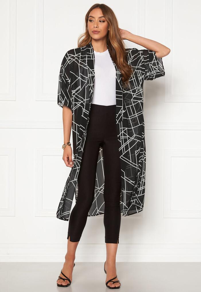 mönstrad svartvit kimono från vila