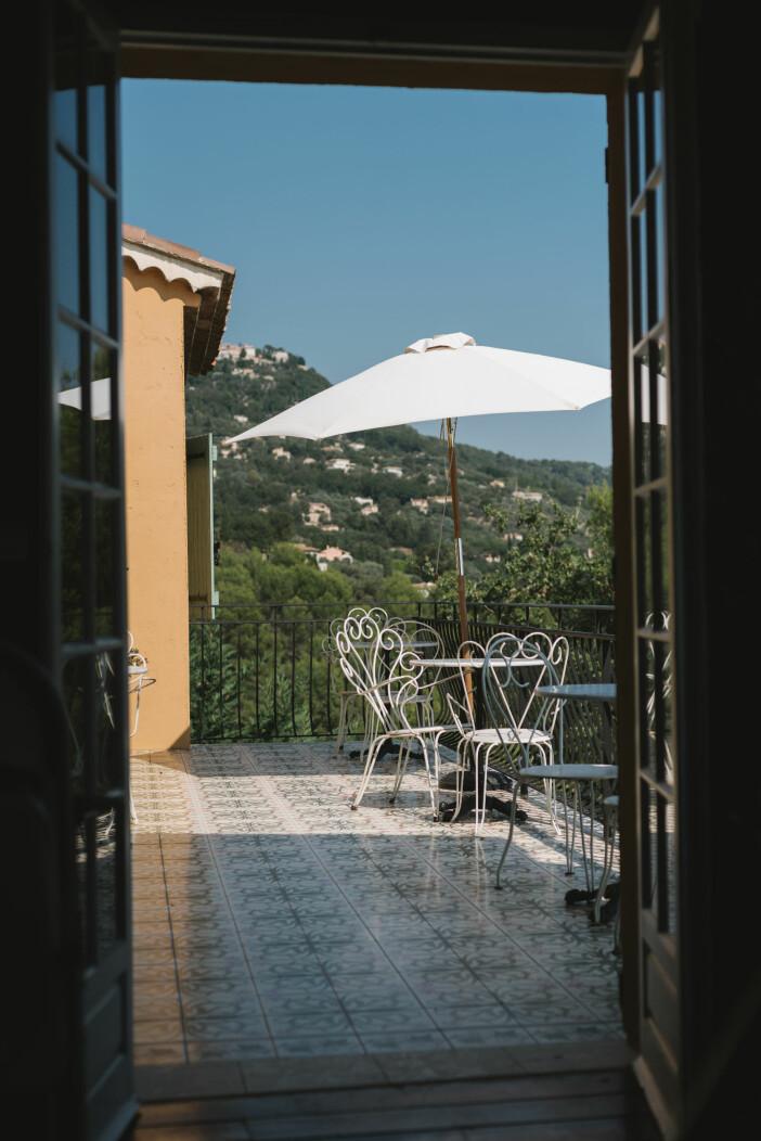 Villa Juli guesthouse frukostaltan vy