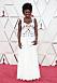 Viola Davis i en vit klänning med korsett under.
