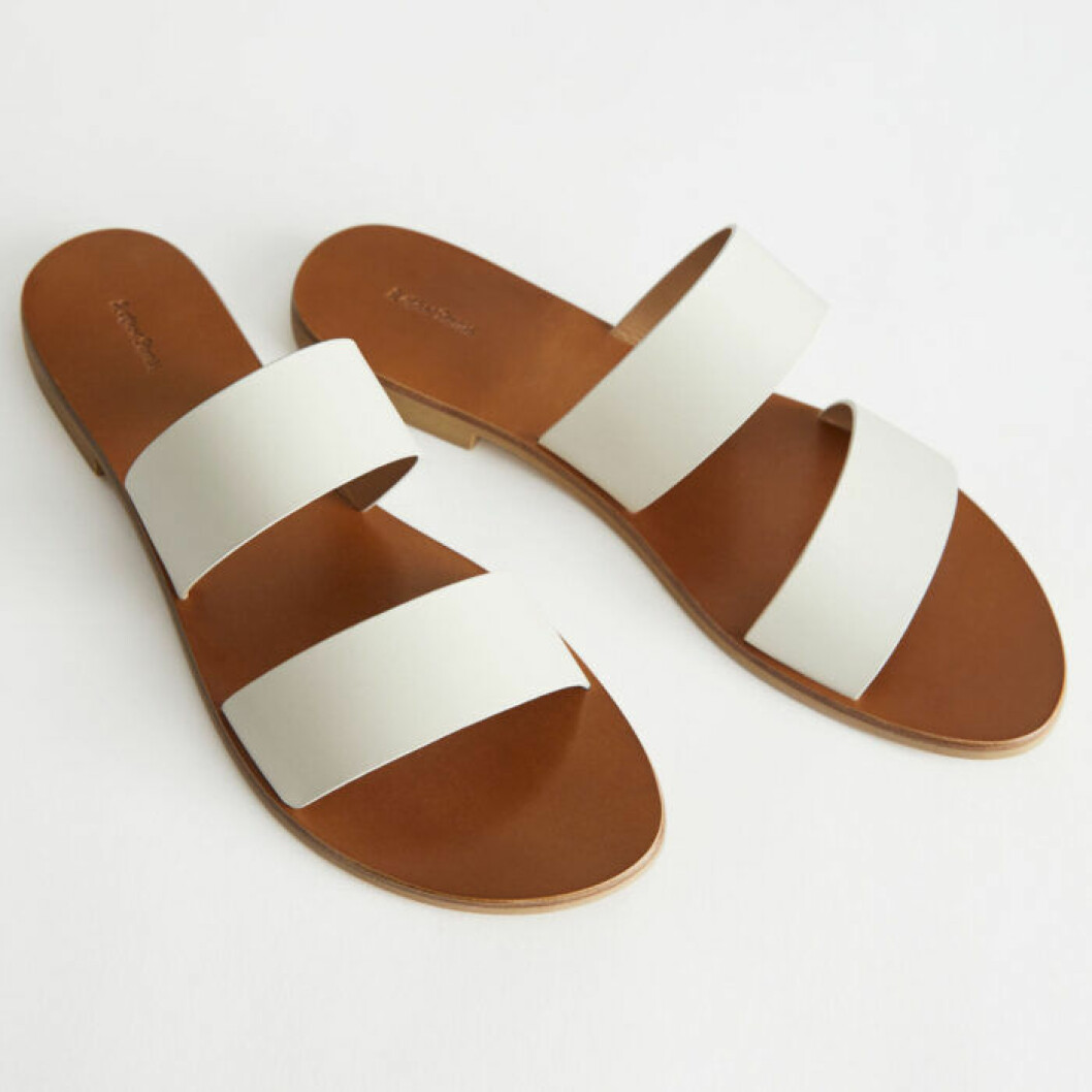 Vita sandaler med remmar