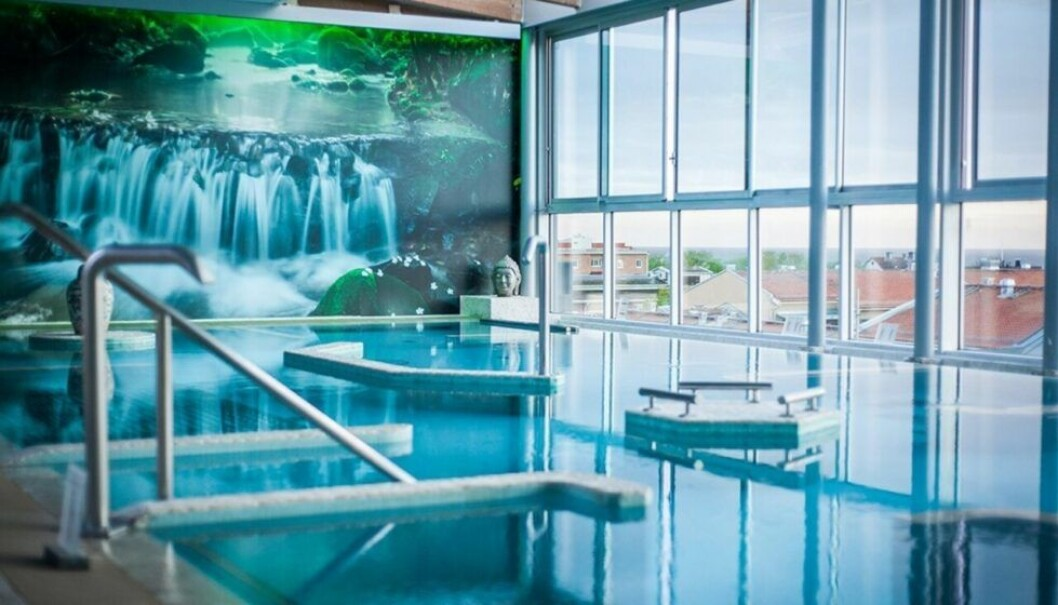 en pool inomhus
