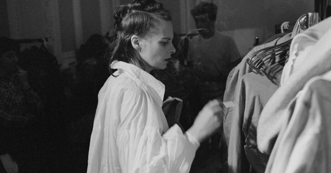 Vivianne Westwood i vit skjorta oversized - modell