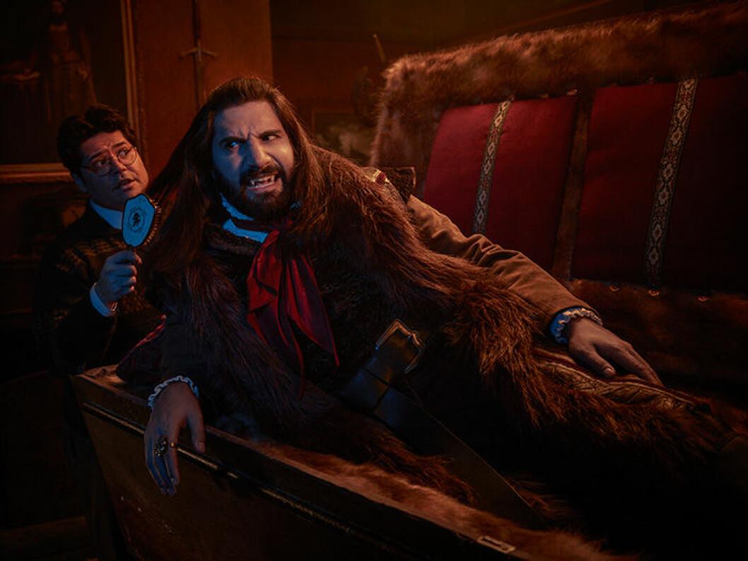En bild från tv-serien What We Do In The Shadows som du kan se på HBO.