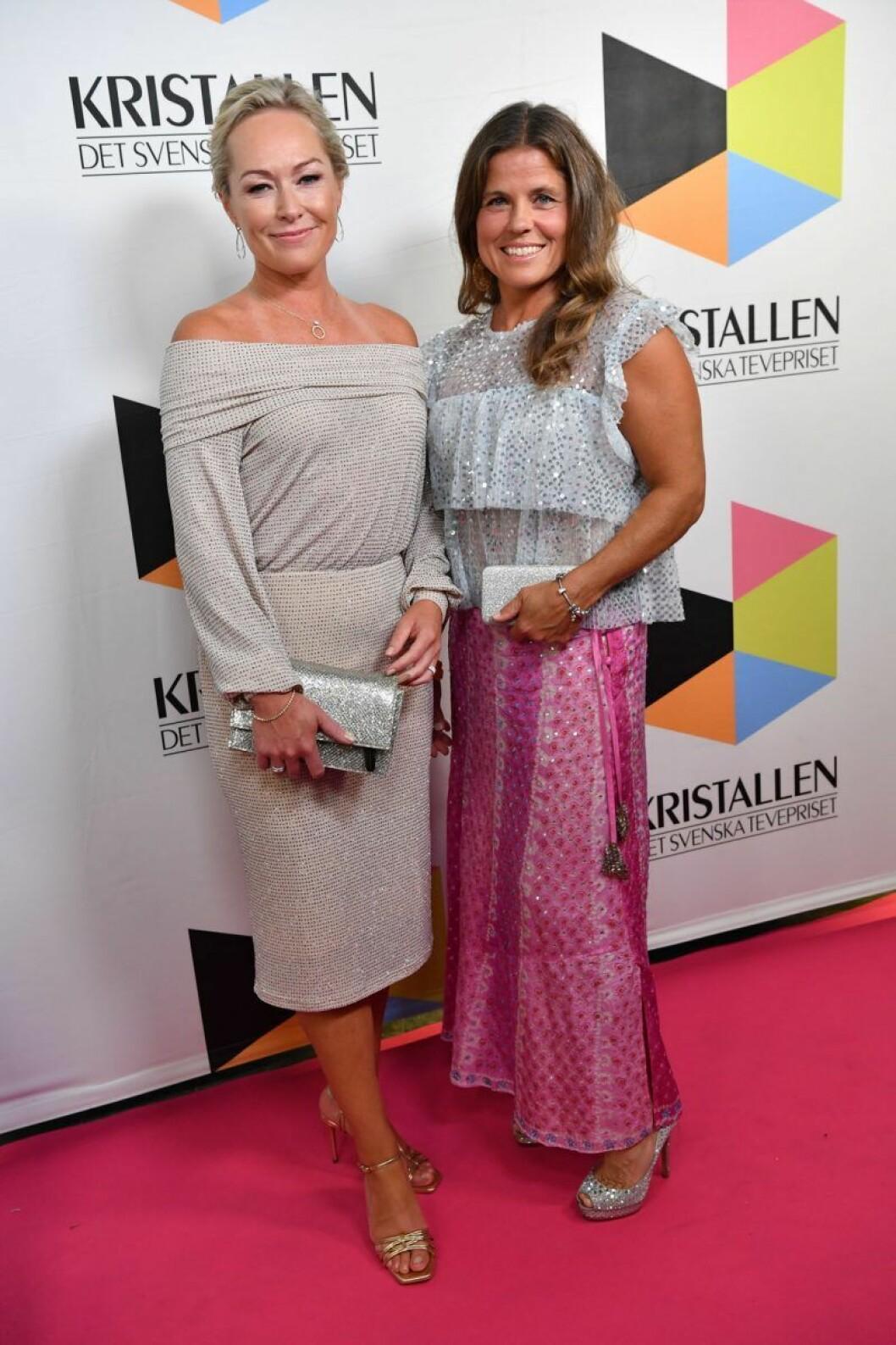 Yvette Hermundstad och Pernilla Wiberg på röda mattan på Kristallen 2019