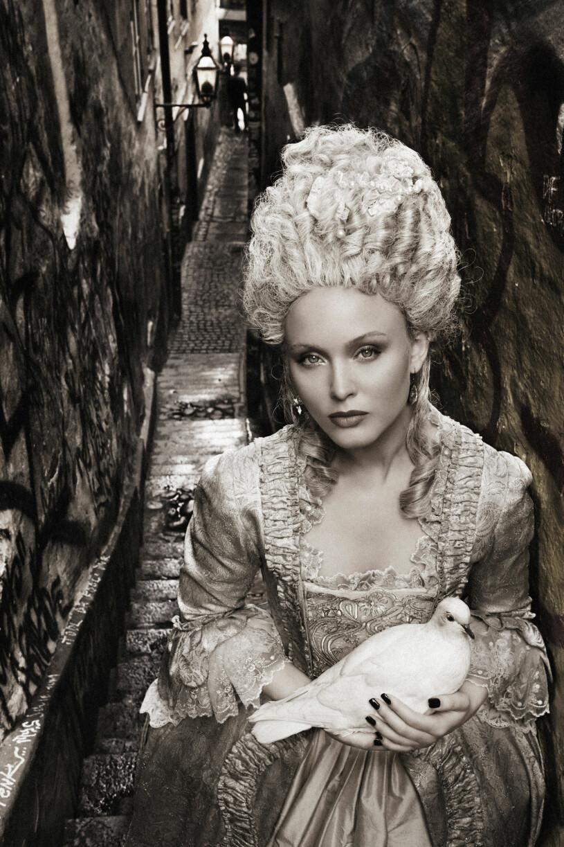 Zara Larsson som 1700-talskvinna