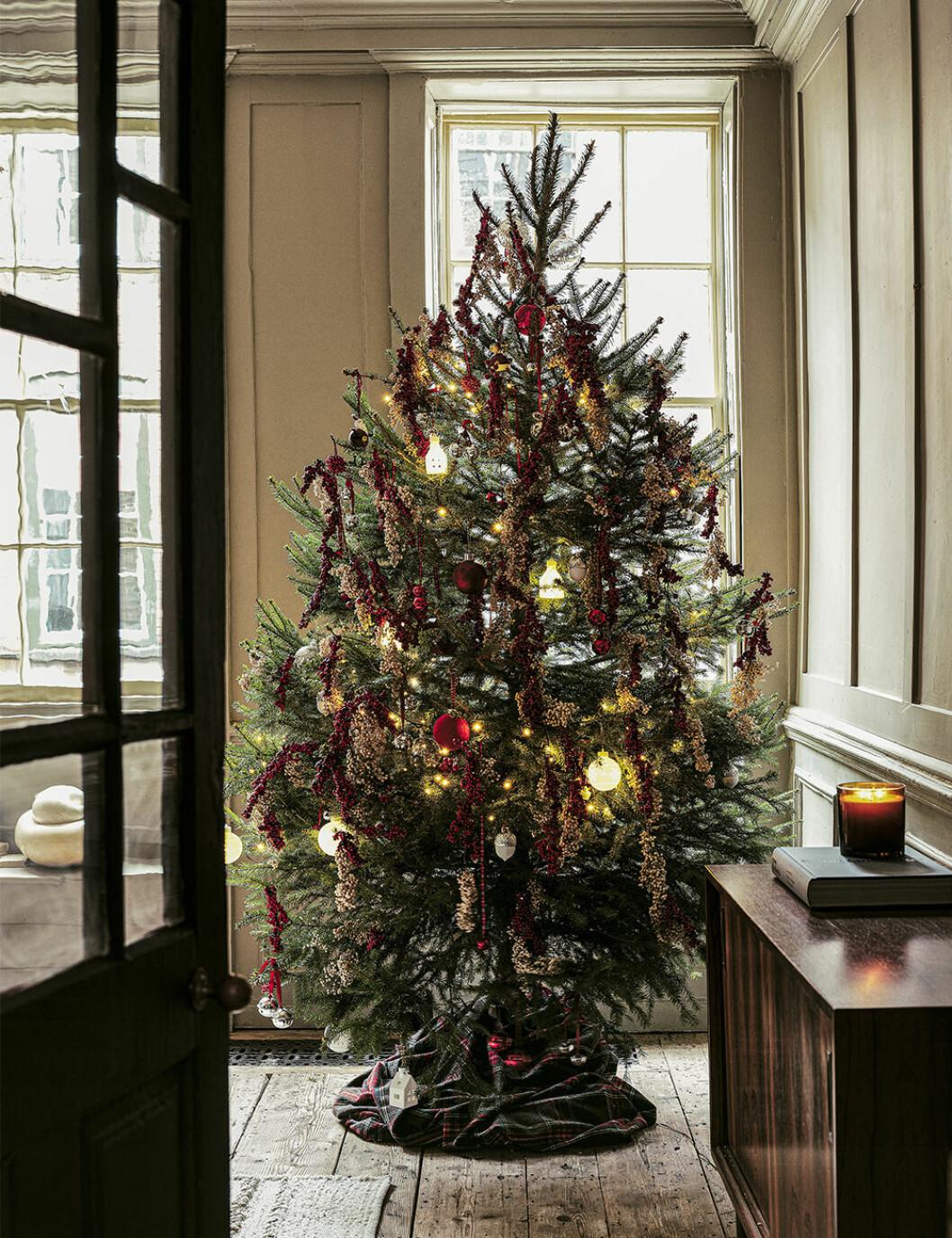 Vackert dekorerad julgran hos Zara Home 2019