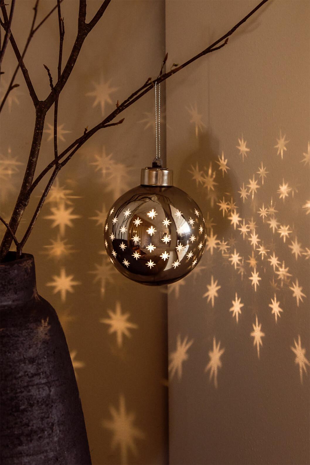Julgranskula med belysning i
