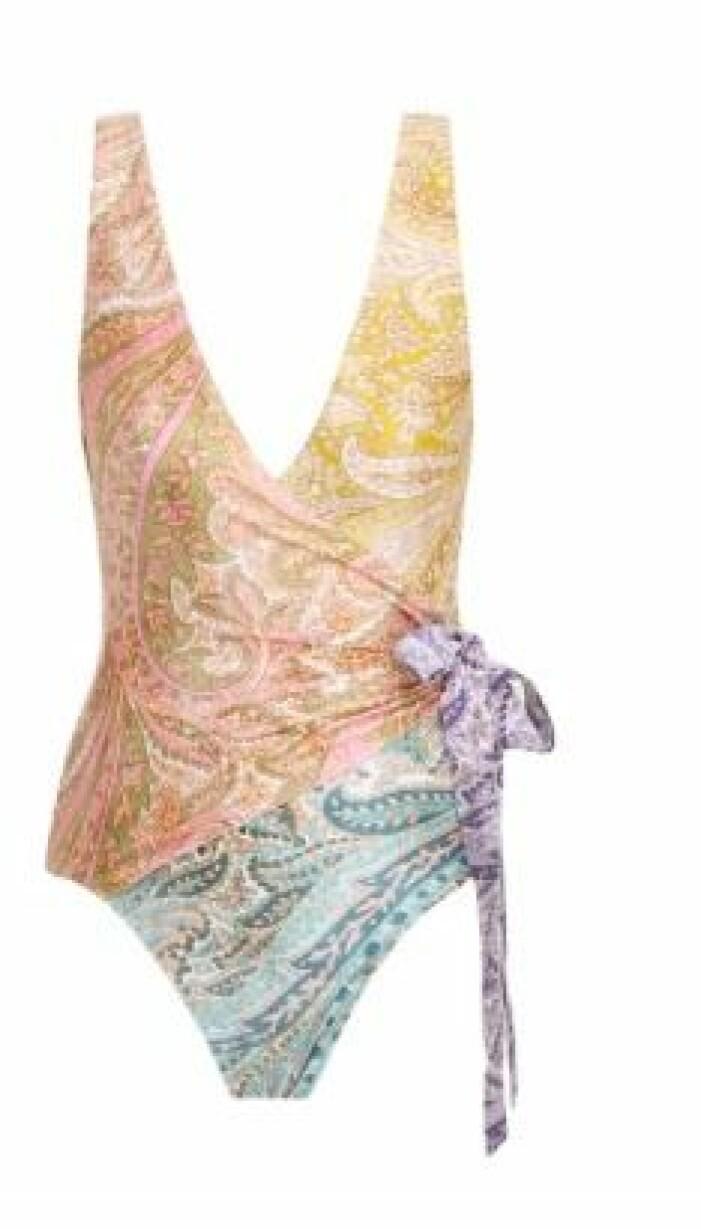 Omlottbaddräkt i paisleymönster. Blockmönstrad i ljusrosa, gult, lila och turkost. Baddräkt från Zimmerman.