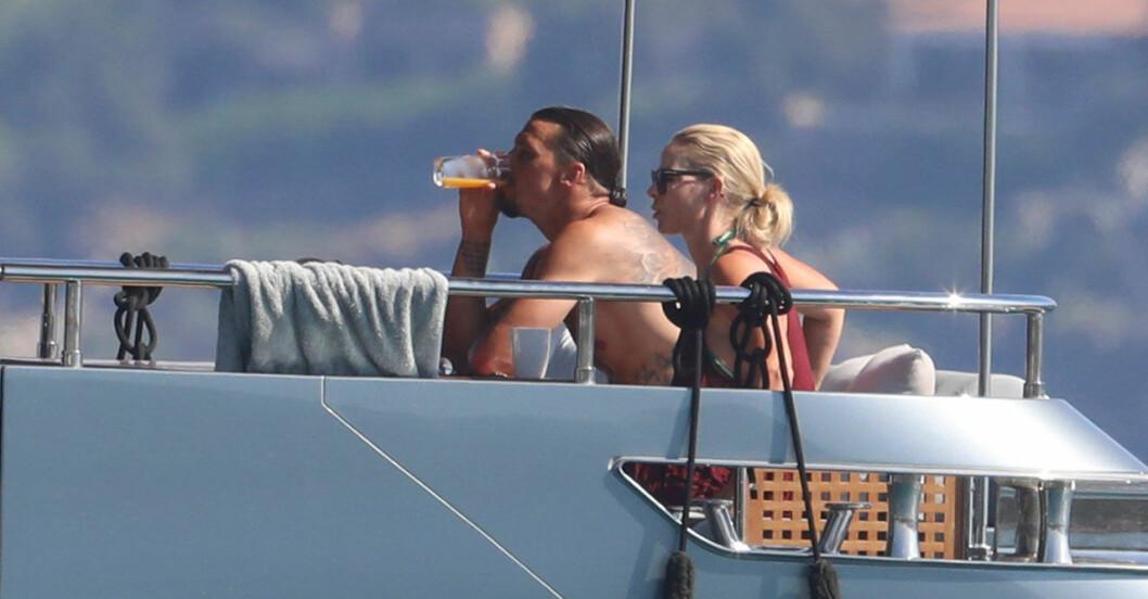 Zlatan Ibrahimovic och Helena Seger på en yacht utanför Sardinien.